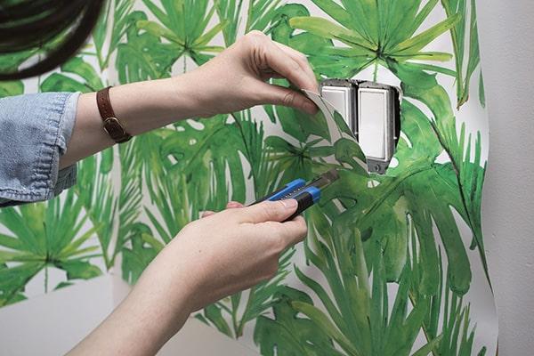 Tự tay thi công giấy dán tường giúp ngôi nhà xinh của mình trở nên xinh xắn