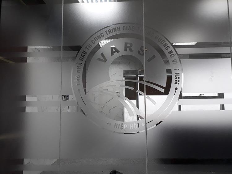 Giấy dán kính mờ văn phòng hiệp hội Varsi