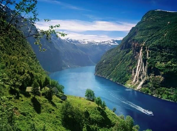Mẫu tranh phong cảnh thiên nhiên núi non hùng vĩ