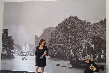 Tranh dán tường đen trắng là xu hướng mới trong kiến trúc hiện đại