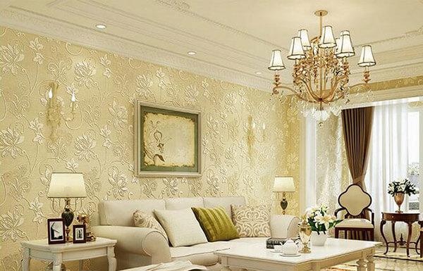 Phòng khách trở nên sang trọng hơn với mẫu giấy dán tường mang hơi hướng cổ điển